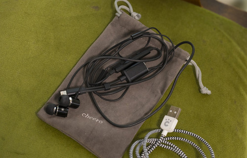 Cheero_earphones_with_charging_d_15