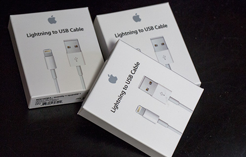Lightning_cable_01